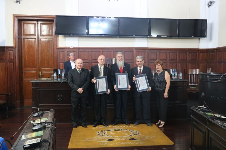 Títulos de cidadania são entregues a Dr. Félis, Fernando Crnkovic e Professor Saidel - Crédito: Divulgação
