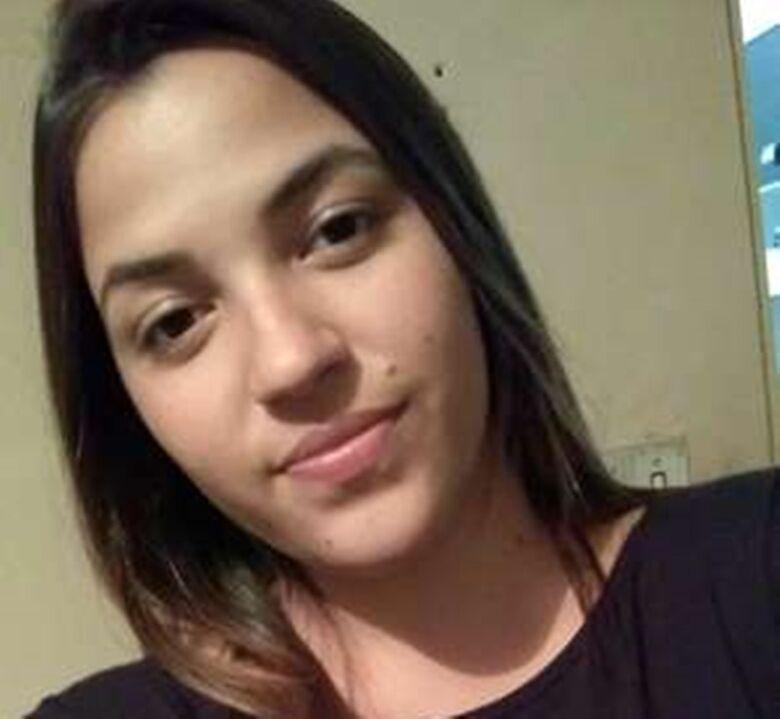 Sofrendo com Hipertrofia Mamaria, jovem ibateense busca ajuda - Crédito: Divulgação