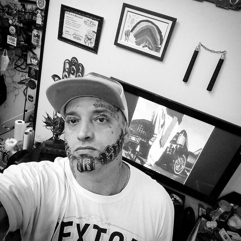 Homem morto em briga de trânsito era tatuador conhecido na cidade - Crédito: Redes Sociais