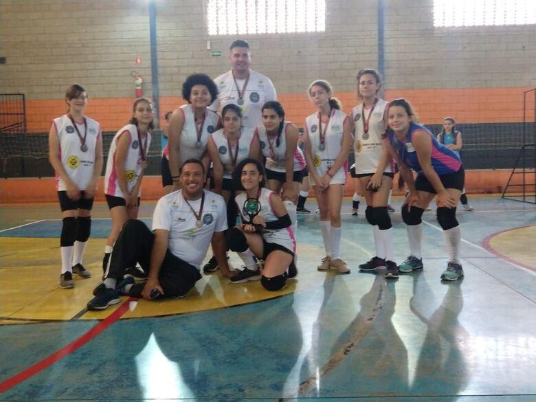 Equipe de voleibol feminino mirim de Ibaté participa de festival - Crédito: Divulgação
