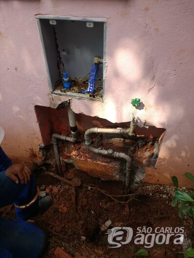 SAAE descobre ligação clandestina em residência no Parque Faber - Crédito: Maycon Maximino