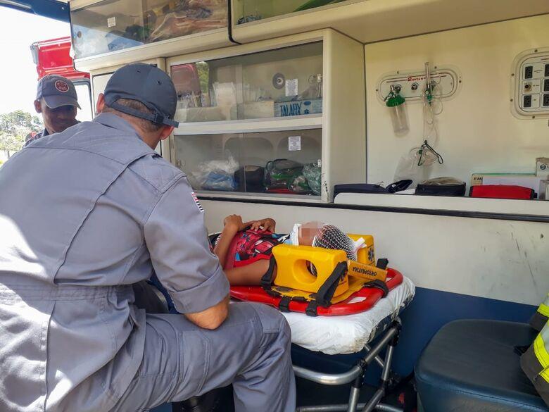 Criança fica ferida em acidente de trânsito próximo ao shopping - Crédito: Marco Lúcio