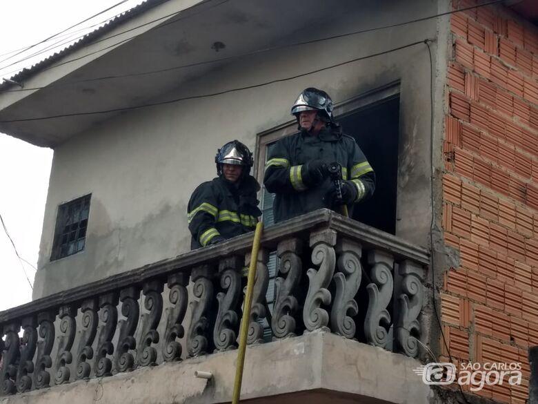 Princípio de incêndio danifica residência no Santa Felícia - Crédito: Luciano Lopes