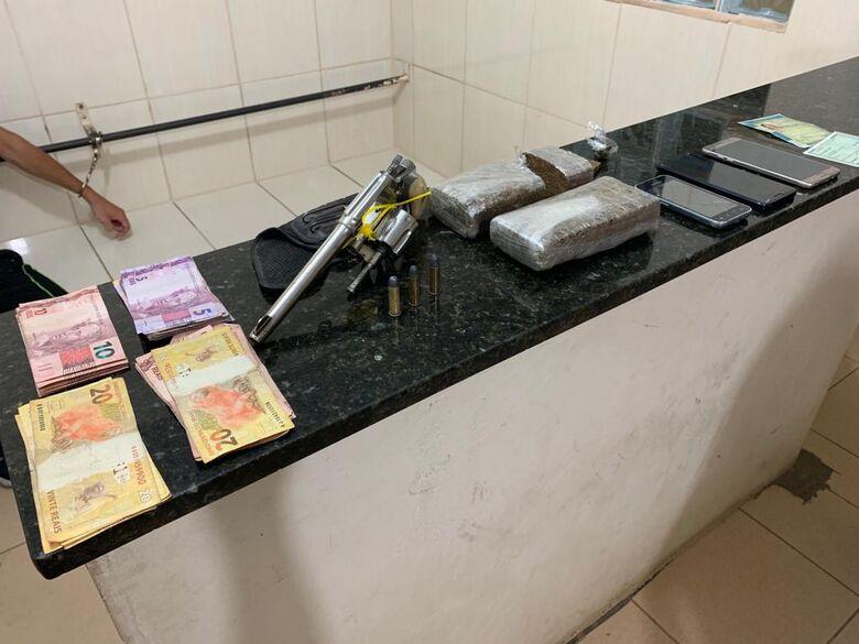 Força Tática detém dupla por tráfico e posse irregular de arma - Crédito: Marco Lúcio