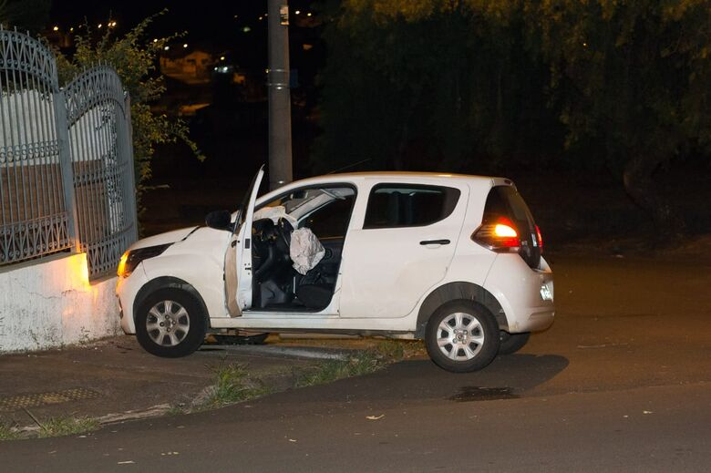 Motorista avança pare e causa acidente deixando duas pessoas feridas no Jardim Macarengo - Crédito: Marco Lúcio