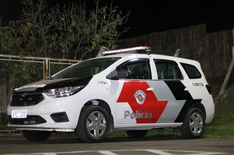 Motorista embriagado e sem habilitação é preso após bater em veículos estacionados - Crédito: Marco Lúcio