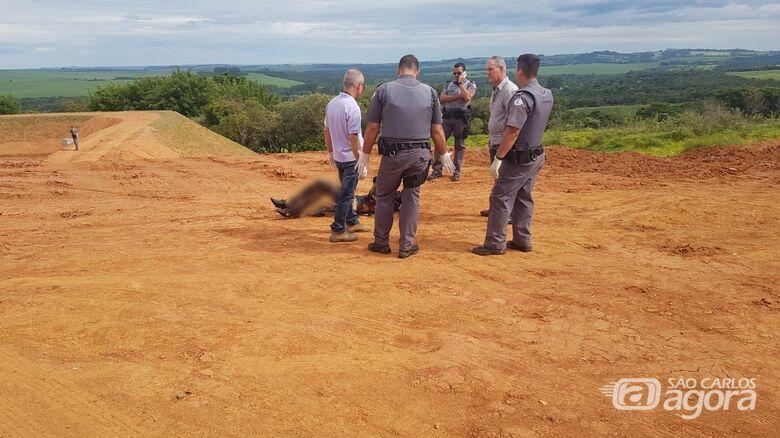 Corpo parcialmente queimado é encontrado na região do Embaré - Crédito: Divulgação
