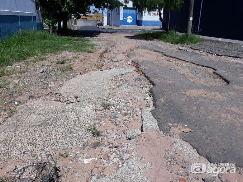 Vereador Sérgio Rocha faz apelo por asfalto no Parque São José - Crédito: Divulgação