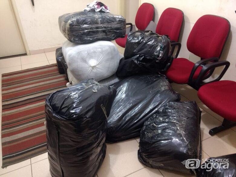 Polícia Rodoviária detém dupla com carro carregado de roupas contrabandeadas na Washington Luiz - Crédito: Luciano Lopes