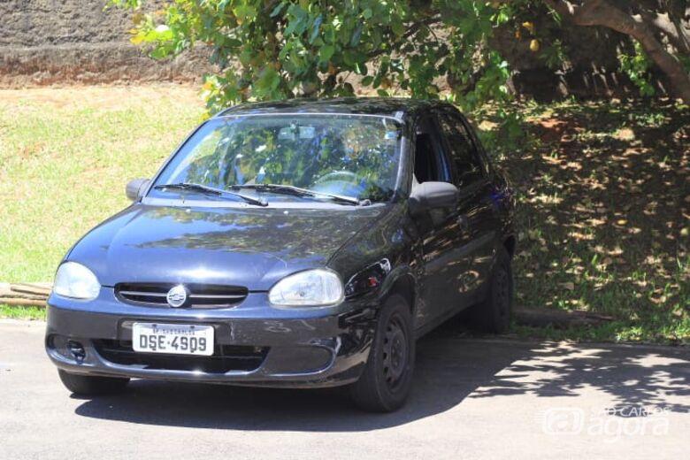 Carro furtado é localizado na Vila Nery - Crédito: Marco Lúcio