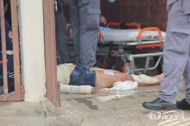 Mulher sofre queimaduras nas pernas e nas mãos - Crédito: Maycon Maximino