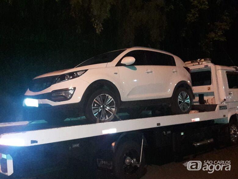 Após tentativa de fuga, suspeitos são flagrados em carro adulterado - Crédito: Maycon Maximino