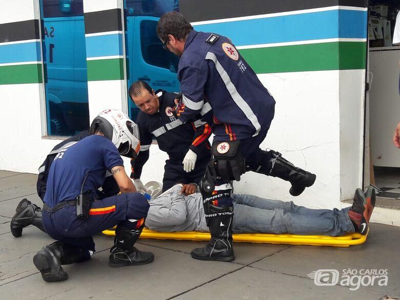 Motociclista fica ferido após colidir em carretinha - Crédito: Maycon Maximino