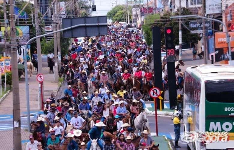 Dois mil cavaleiros e amazonas participam da Cavalgada Solidária neste domingo -
