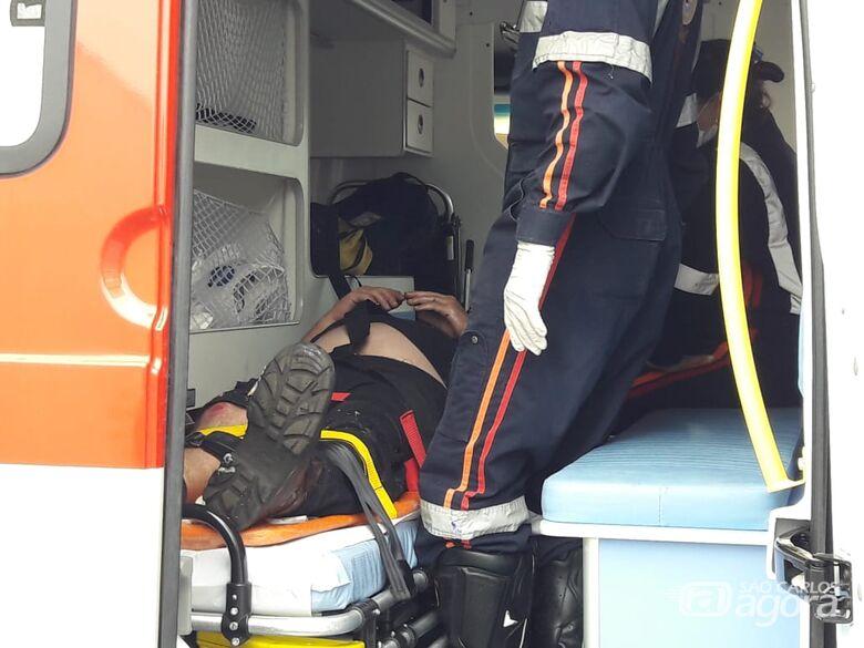 Após colisão, motociclista é arremessado a cinco metros de distância - Crédito: Maycon Maximino