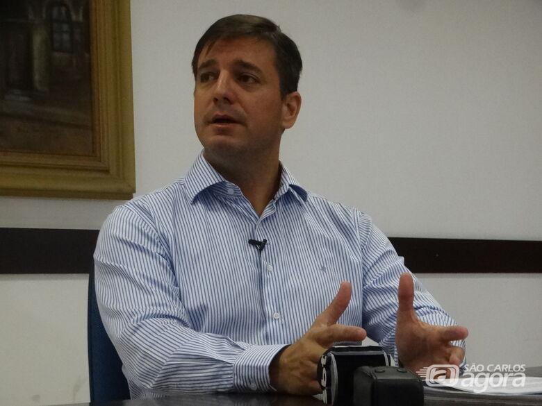 Em coletiva, secretário Mariel Olmo foca em modernização e investimentos nos serviços públicos - Crédito: Marcos Escrivani