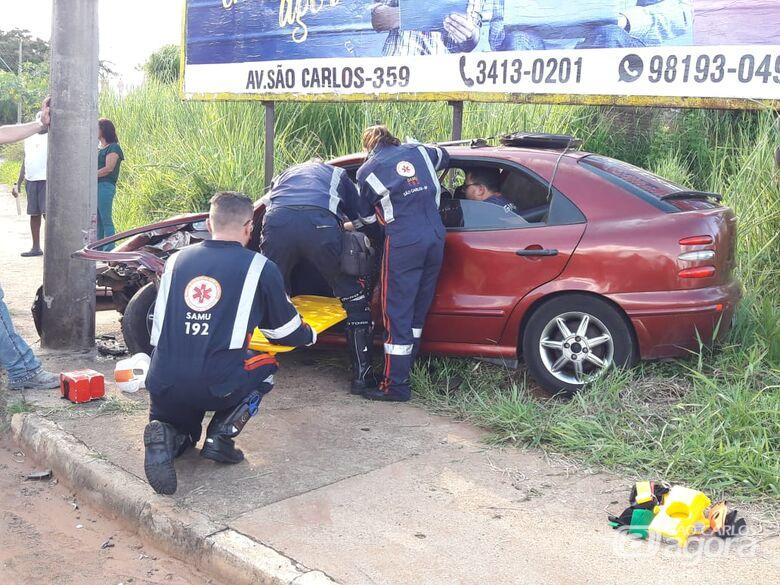 Colisão deixa vítima presa em veículo perto do Fórum Civel - Crédito: Maycon Maximino