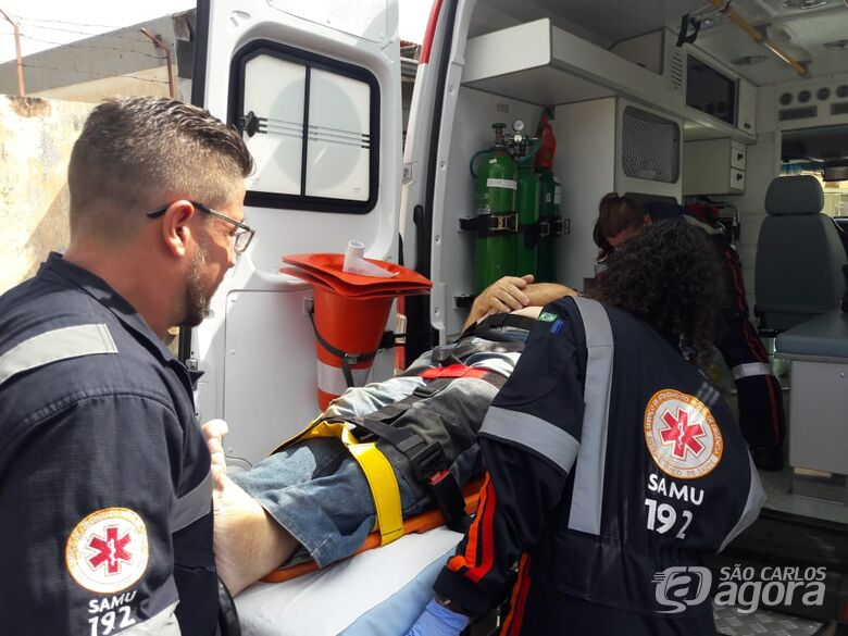 Idoso perde equilíbrio e cai de escada na Vila Prado - Crédito: Maycon Maximino