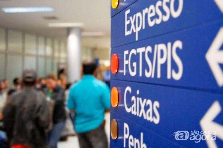 Nascidos em março e abril começam a receber abono salarial do PIS 2017 - Crédito: Agência Brasil