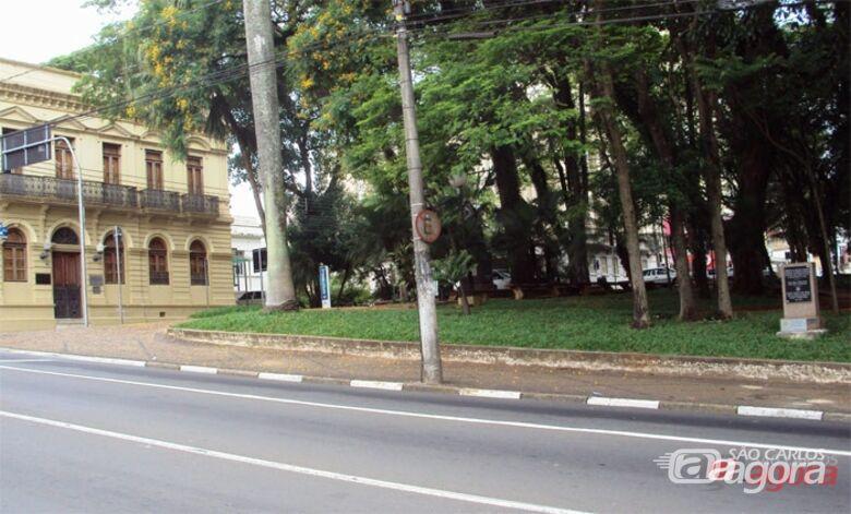 Homem olhava para garotas e se masturbava atrás de uma árvore em praça - Crédito: Arquivo/SCA