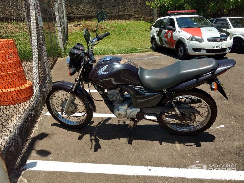 Casal é detido com moto furtada no Jardim Bicão - Crédito: Luciano Lopes