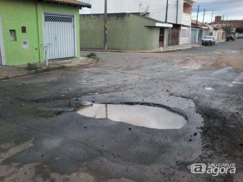 """""""Mini piscina"""" é atração em rua na Vila Brasília - Crédito: Divulgação"""