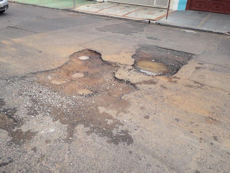 Moradores do Santa Felícia revoltados com abandono no bairro - Crédito: Divulgação