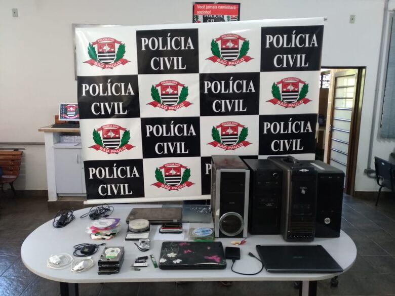 Analista de sistemas é preso por armazenar pornografia infantil em São Carlos - Crédito: Divulgação/PC