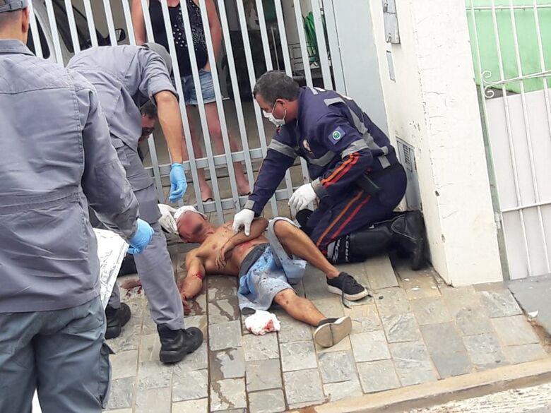 Homem é agredido com pauladas na cabeça na Vila Isabel - Crédito: São Carlos Agora