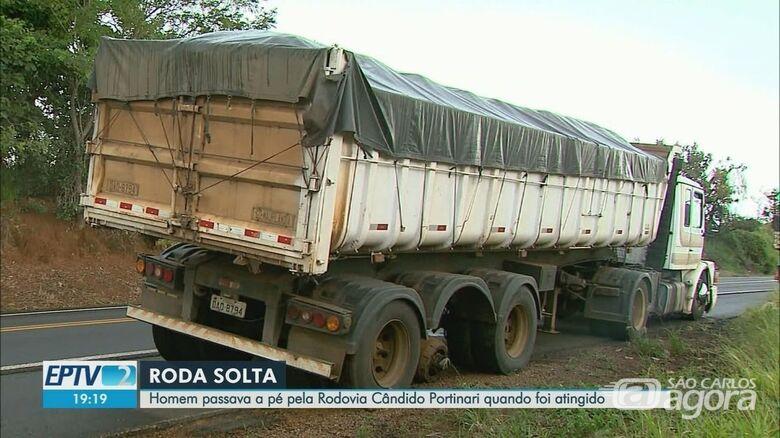 Roda de caminhão se solta e mata jovem na SP-334 - Crédito: Reprodução EPTV1