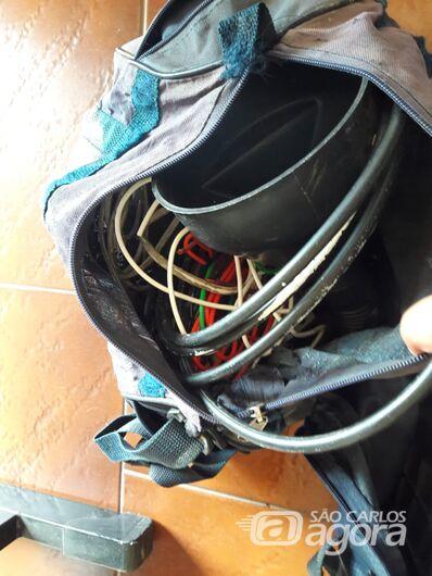 Desocupados furtam objetos de dentro de carro - Crédito: São Carlos Agora