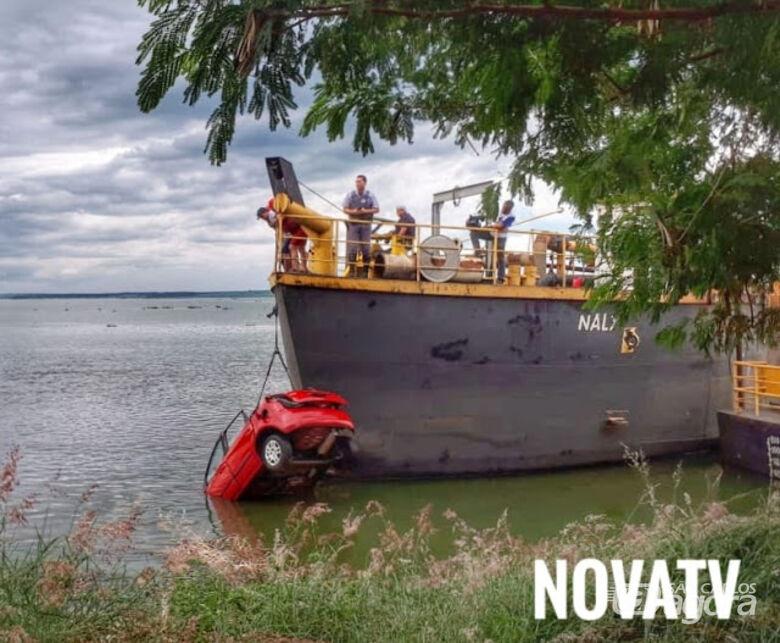 Carro cai no rio Tietê e três mulheres morrem -