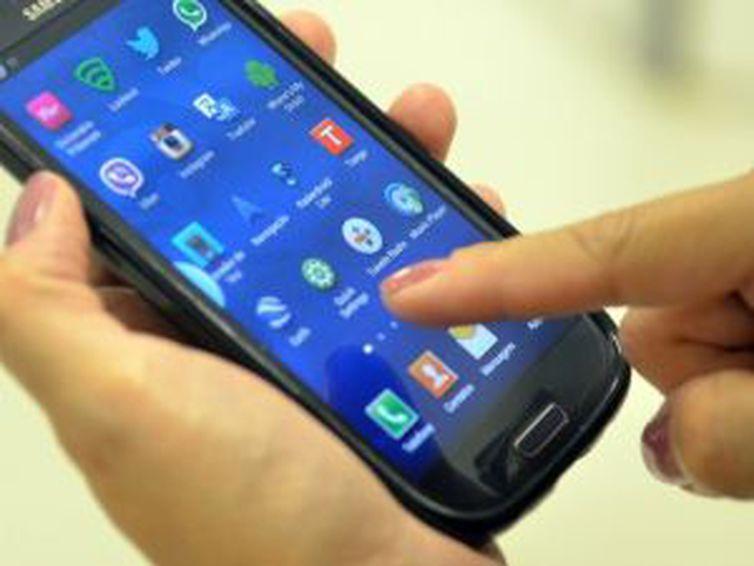 Anatel inicia bloqueio de celulares irregulares -