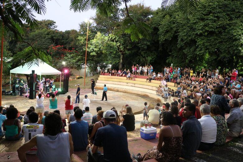 Banda Babilônia levanta o público no Bicão - Crédito: Divulgação