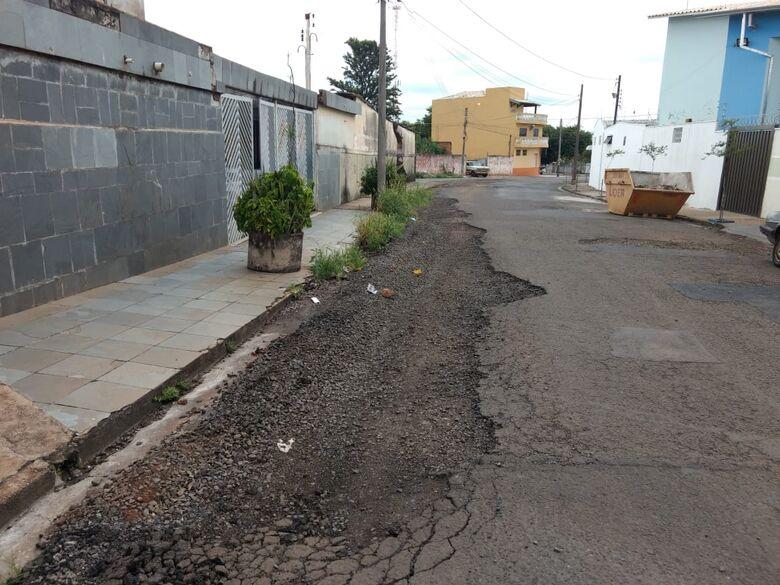 Moradores revoltados com abandono de rua no Jardim Beatriz - Crédito: Divulgação