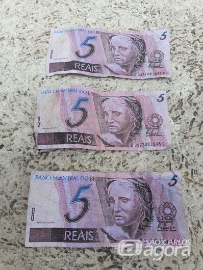 Policiais militares apreendem notas falsas de R$ 5 - Crédito: São Carlos Agora