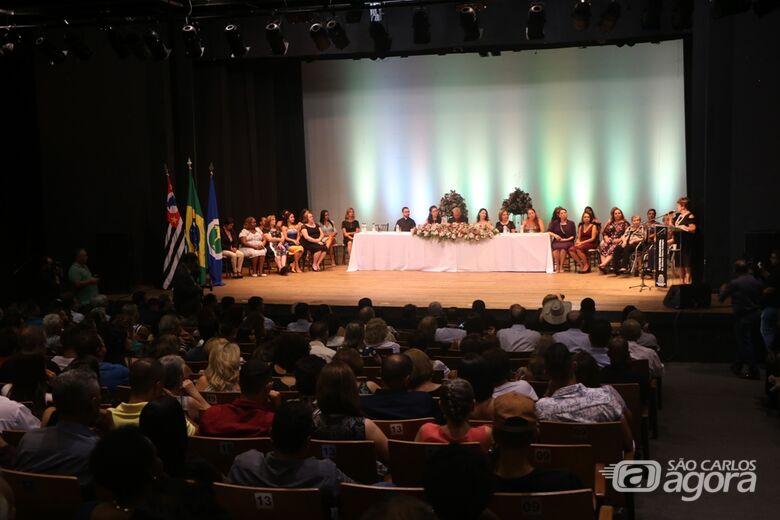 Mulher é homenageada em sessão comemorativa - Crédito: Divulgação