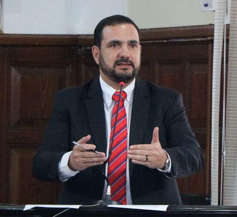 Julio Cesar questiona Prefeitura sobre falta de medicamento na rede de saúde - Crédito: Divulgação