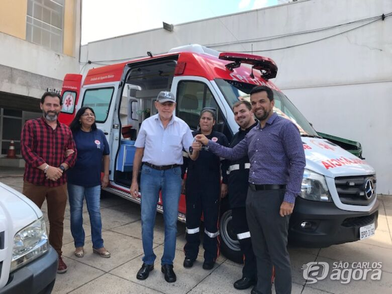 Vereador Rodson conquista Ambulância para o SAMU - Crédito: Entrega da ambulância conquistada pelo vereador Rodson para o SAMU: buscando melhorias para a saúde pública
