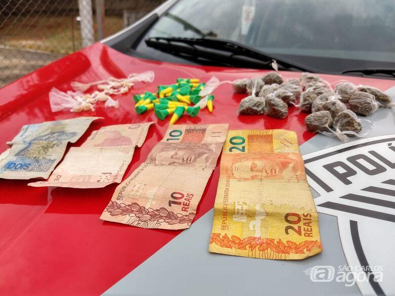 Jovem é flagrado enterrando drogas no São Carlos 8 - Crédito: São Carlos Agora
