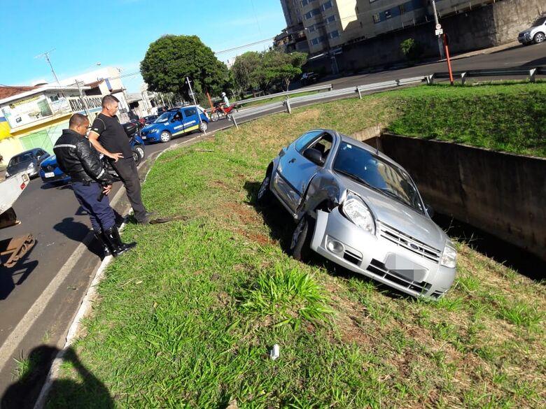 """""""Corrente humana"""" resgata estudantes de KA após colisão na Trabalhador São-carlense - Crédito: São Carlos Agora"""