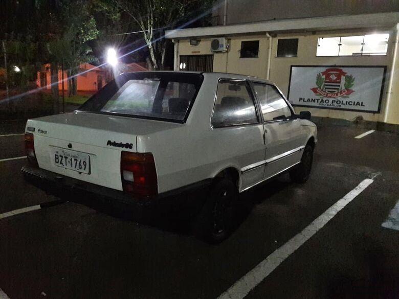 Carro furtado é localizado no Santa Felícia - Crédito: São Carlos Agora