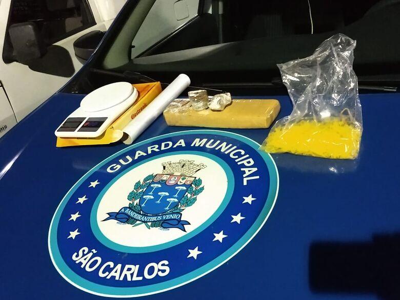 GM encontra drogas e balança escondidas em mata no Monte Carlo - Crédito: São Carlos Agora