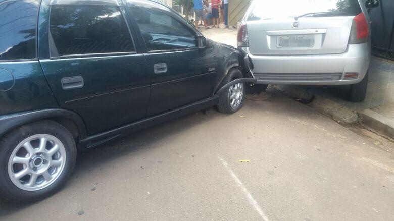Motorista com sinais de embriaguez bate em carro estacionado na Marginal - Crédito: São Carlos Agora
