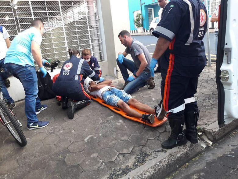 Ciclista sofre queda no Centro - Crédito: São Carlos Agora