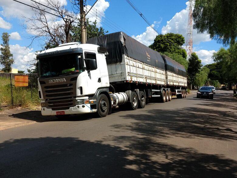 Dupla é presa com carga roubada na Washington Luis em São Carlos - Crédito: São Carlos Agora