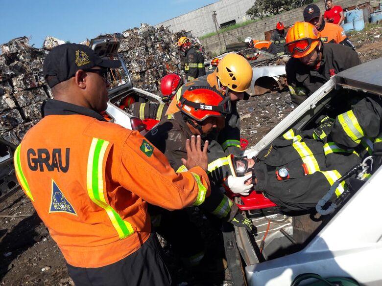 Profissionais do GRAU são treinados por bombeiros de São Carlos - Crédito: Maycon Maximino
