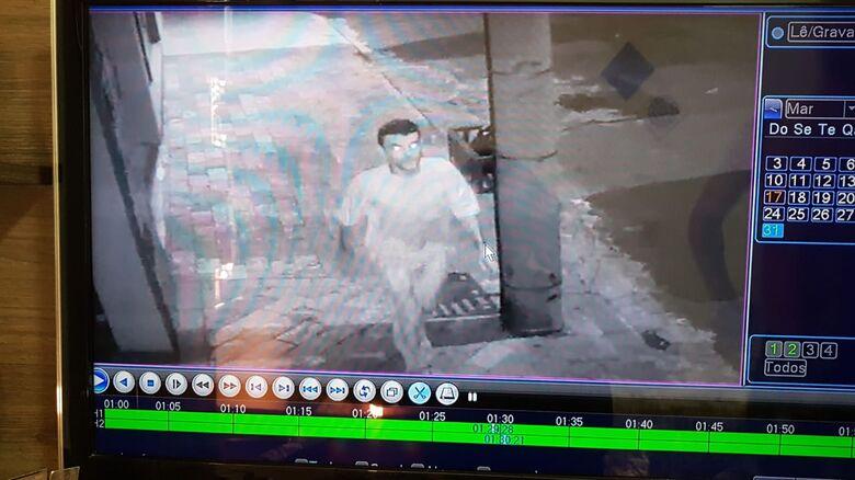 Câmeras de segurança flagram ladrão furtando duas bikes no Jardim Bandeirantes - Crédito: Divulgação