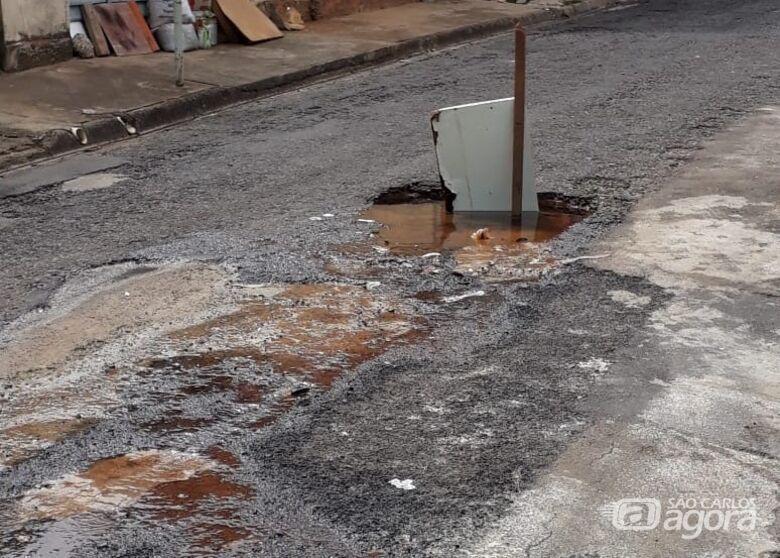 Vazamento de água incomoda moradores no São Carlos 3 - Crédito: Colaborador/SCA