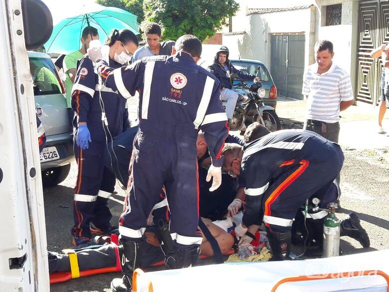 Motociclista sofre ferimentos graves após colisão na Redenção - Crédito: São Carlos Agora